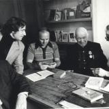 Борис Брайнин (крайний слева) среди членов Союза писателей СССР