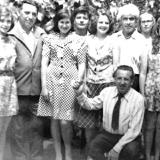 М. Владимов (стоит второй слева) среди читателей 1971 г.