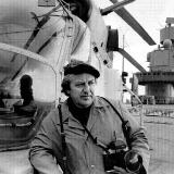 Фотокорреспондент Александр Кремко возле вертолета Ка-27 в перерыве между испытаниями авиационной техники на ТАКР «Тбилиси». Ноябрь 1989 года. Фото из архива В. Бабича